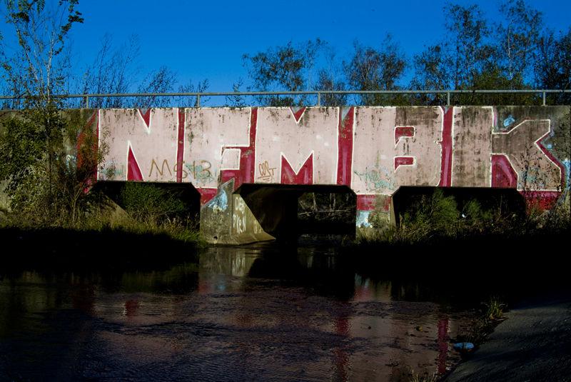 bridge bayou graffiti