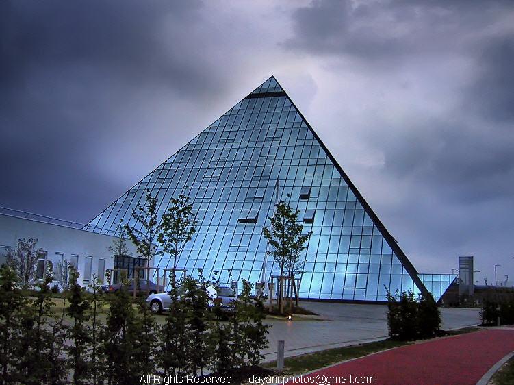 Glassy,Pyramid