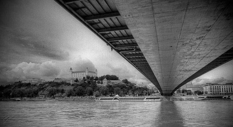 New bridg and Bratislava castel