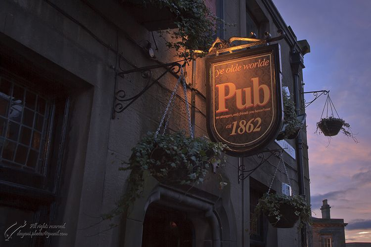 UK, Scotland, Edinburgh, Ye olde worlde pub.,