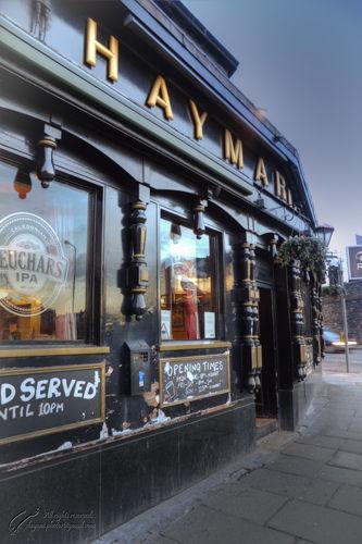 UK, Scotland,Edinburgh, Haymarket pub.,