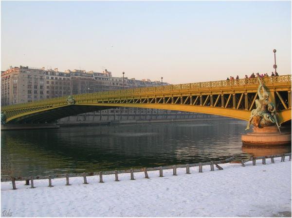 Pont Mirabeau un jour de neige