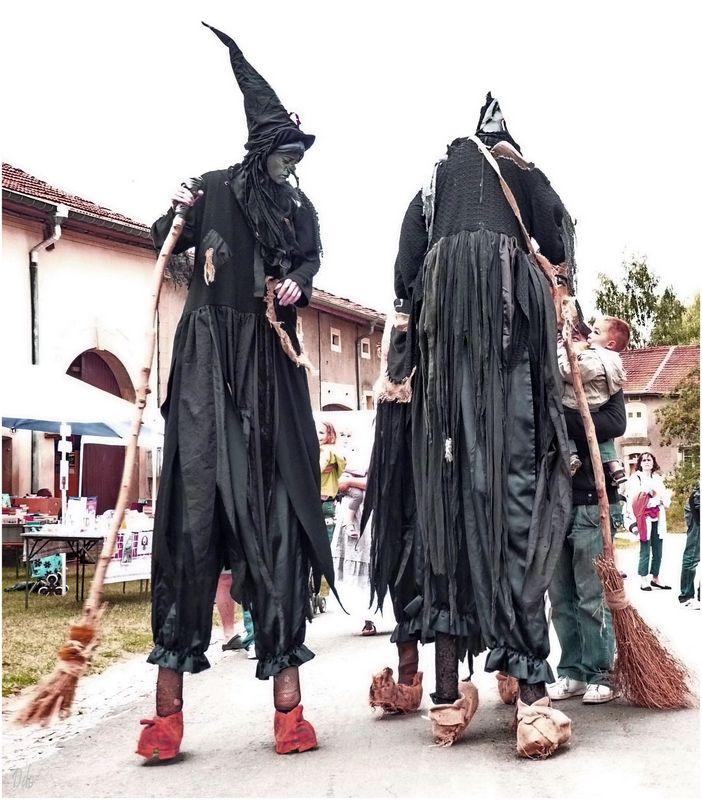 Les soeurs Tetapou, sorcières echassières à Avioth