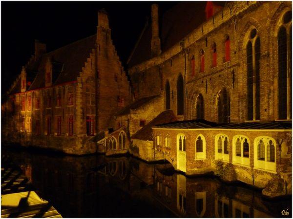 le musée Memling à Bruges la nuit