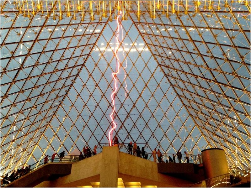 Sous la pyramide