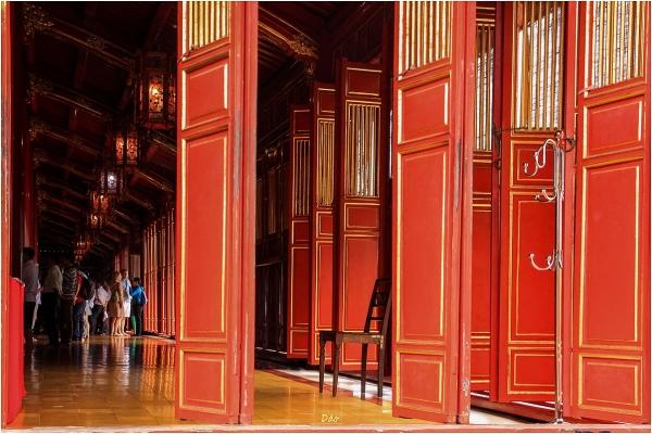 Citadelle impériale de Hué :  les portes du temple