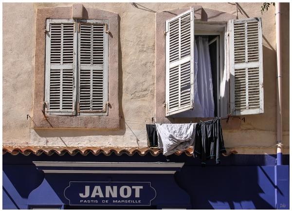 Du linge à la fenêtre