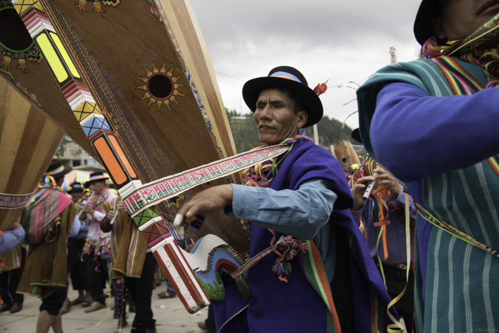 Peruvian Harps Celebrating Culture at Pukllay