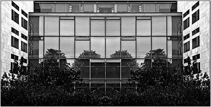 "Symmetrical by ""PS"" (Photowalk Malmö 2010:I *)"