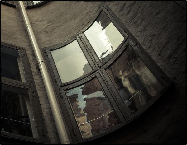 ...krokigt fönster...