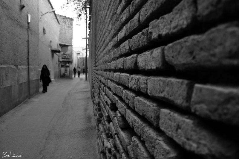 Black walls                      دیوارهای سیاه