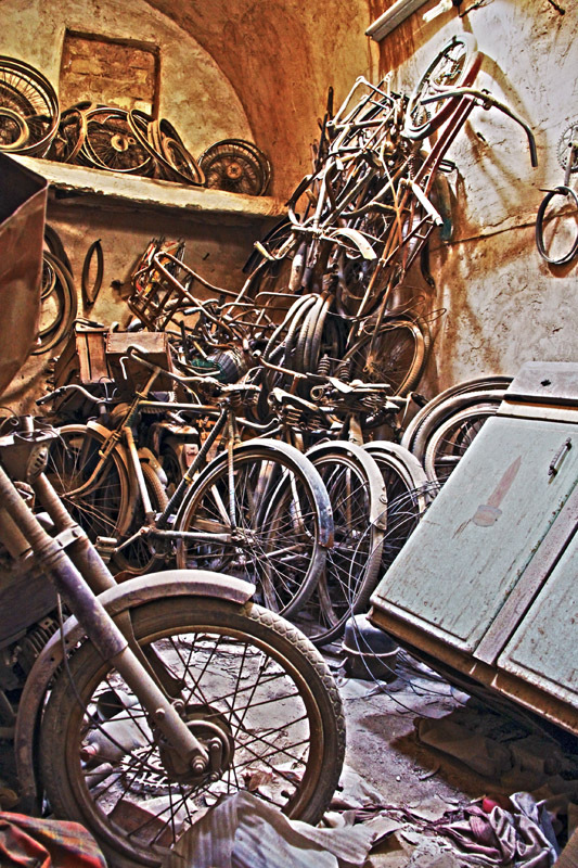 forgotten bicycle ...