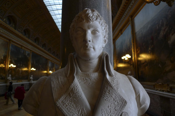 A face in the magnificent Versailles castle ...