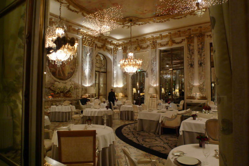 a luxe restaurant in Paris France