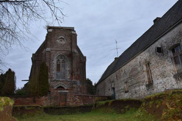 Quand l'église n'est plus le centre du village...