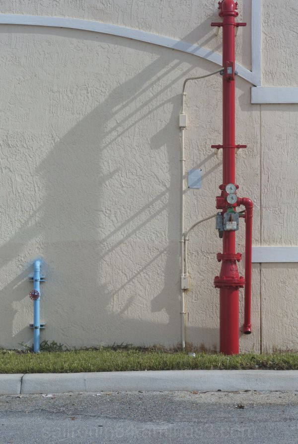 blue and red pipes