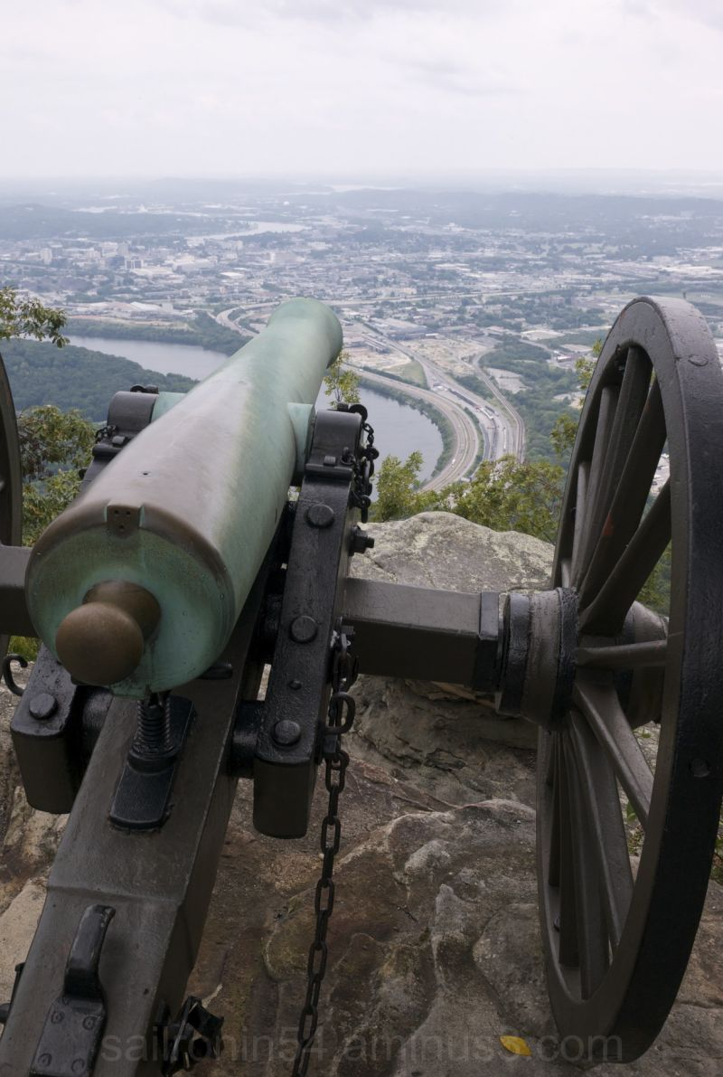 Civil War cannon overlooks Chattanooga tennessee