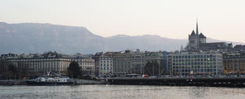 Geneva lake and skyline at dusk