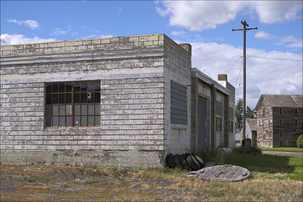 Derelict Richfield gas station