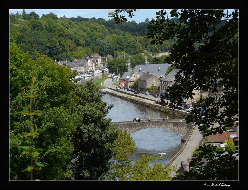 Dinan vieux pont Vallee Rance bretagne ile et vila