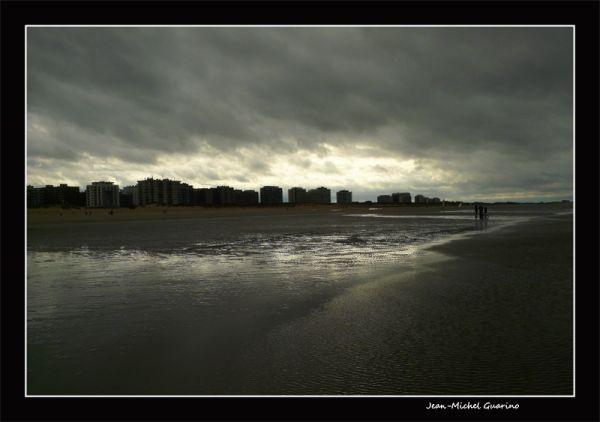 La Panne Belgique mer plage ciel charge