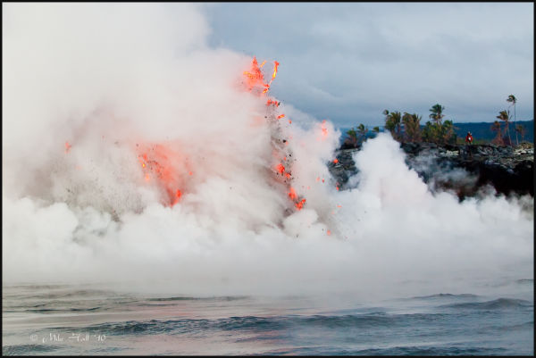 Lava enters at the Puhi-o-Kalaikini ocean entry