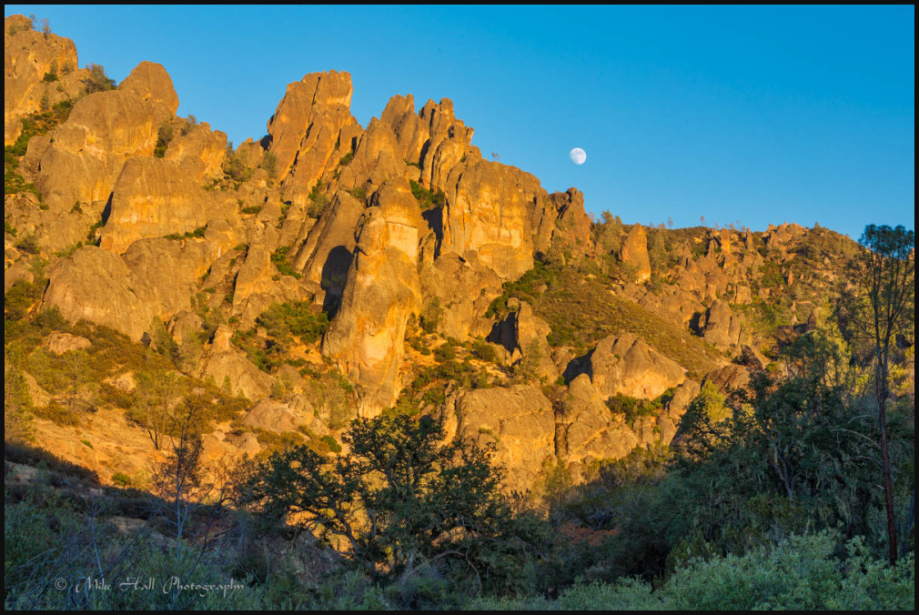 High Peaks Moonrise at Pinnacles Nat Park
