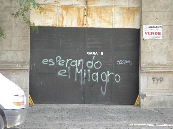Esperando el milagro/Waiting for a miracle/