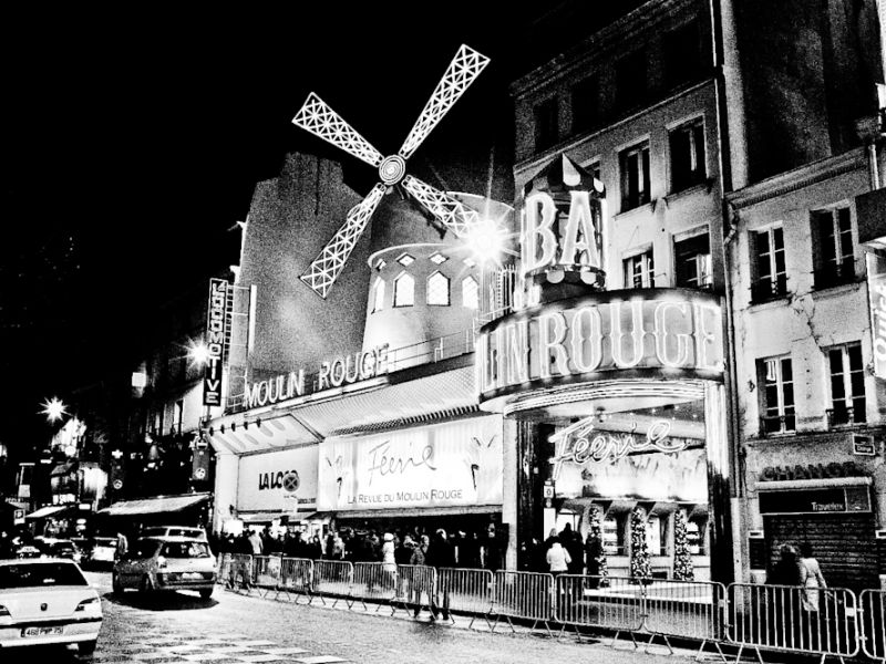 moulin rouge in B&W