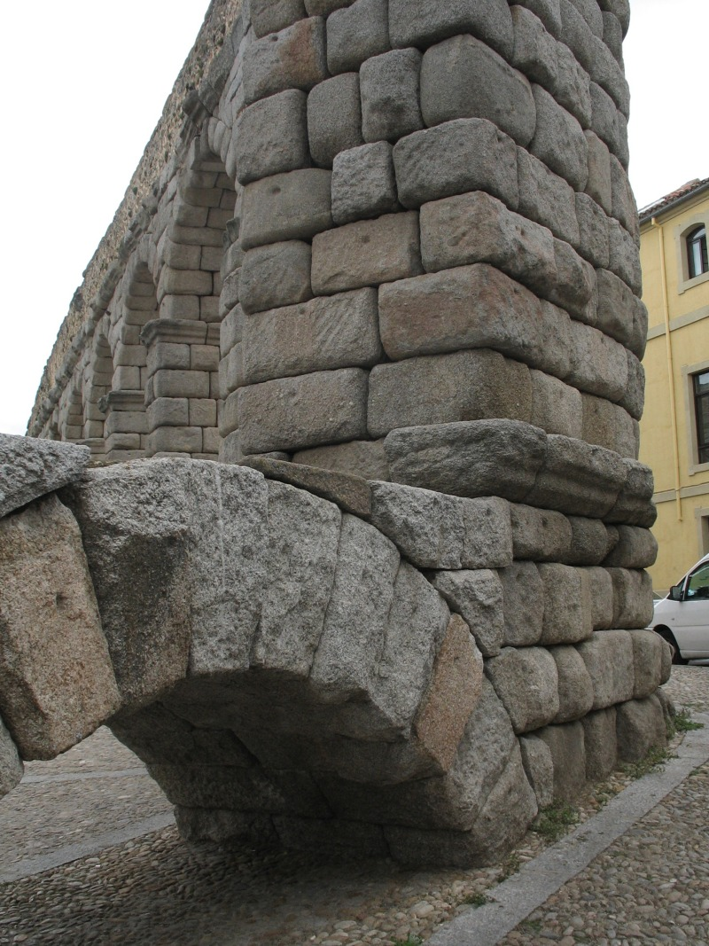 Structure of an aqueduct.