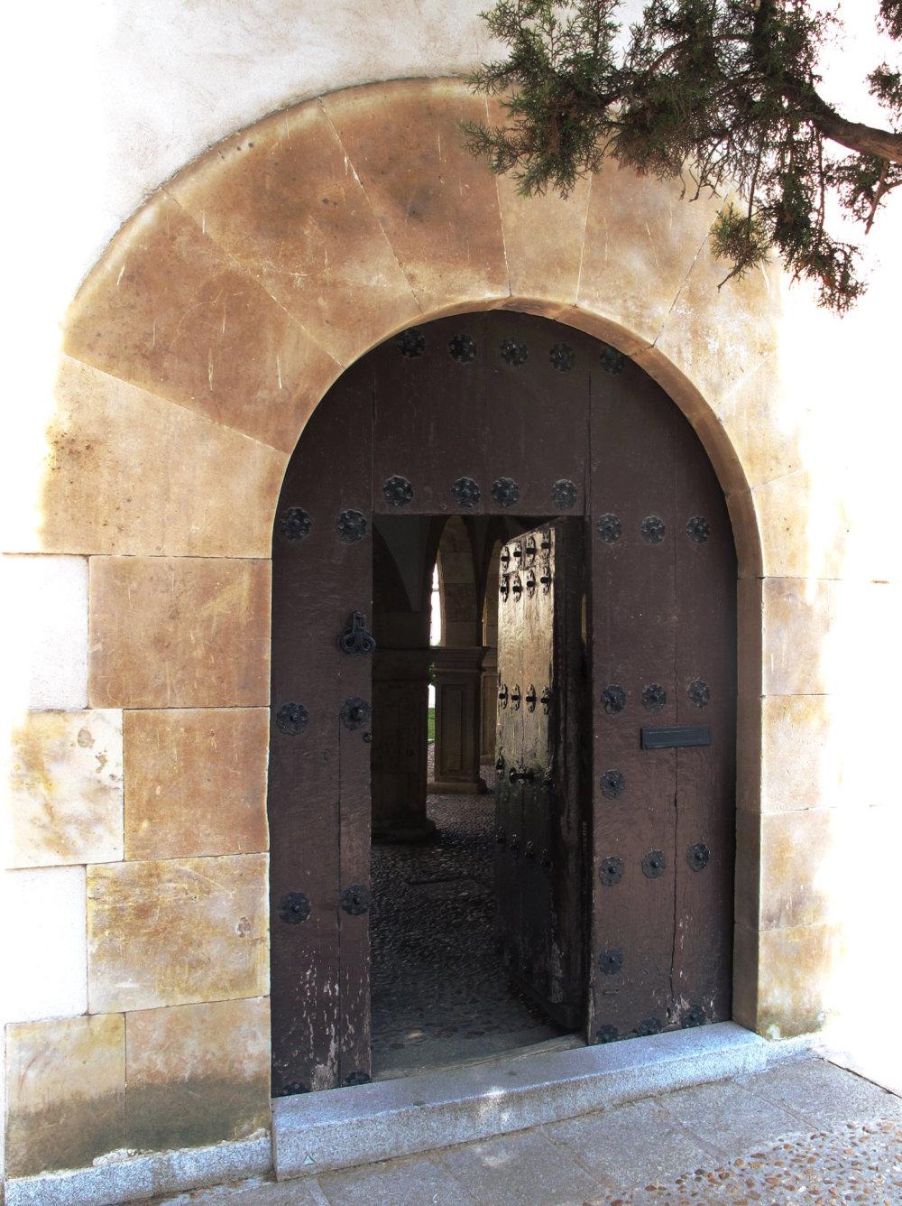 a open door