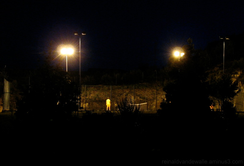 Playing tenis by night