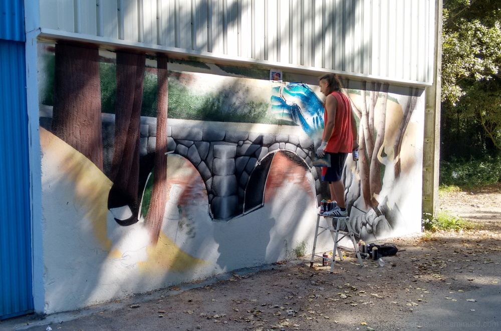 graffiti being executed.