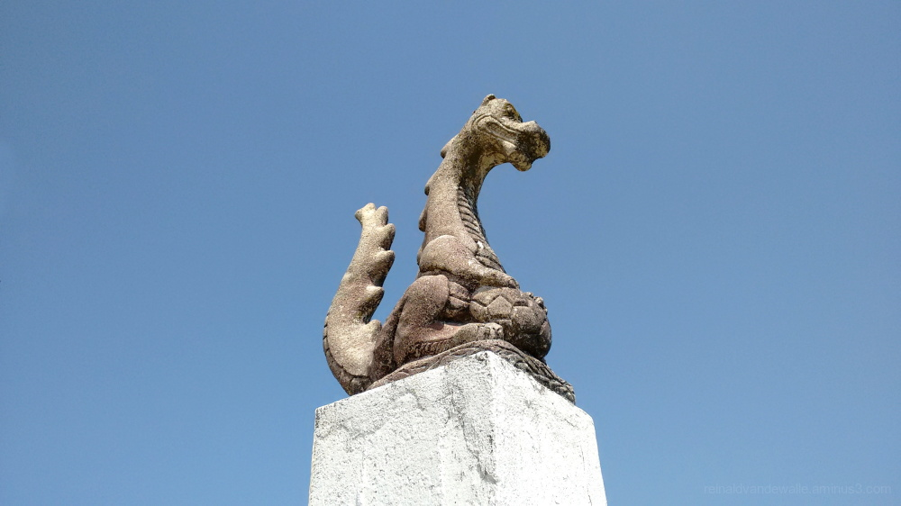 Dragon sculpture