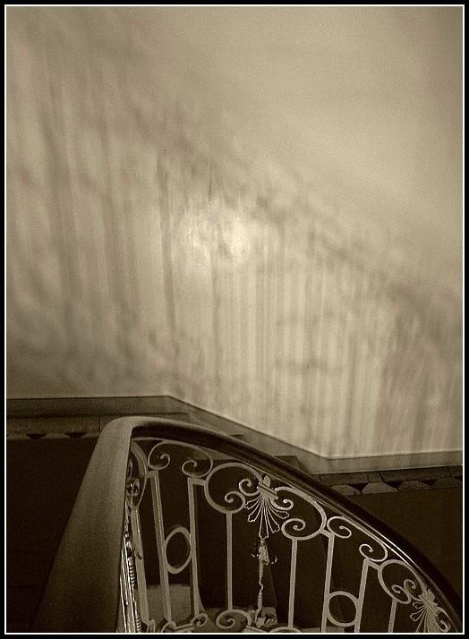 Un escalier dans l'ombre  2