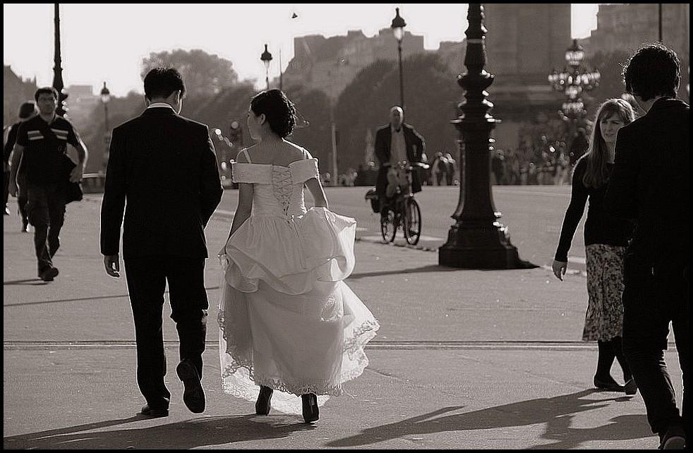 Les mariés du pont Alexandre III - 2/2