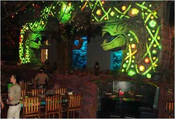 2010 09 09 Rainforest Cafe in Dubai Mall