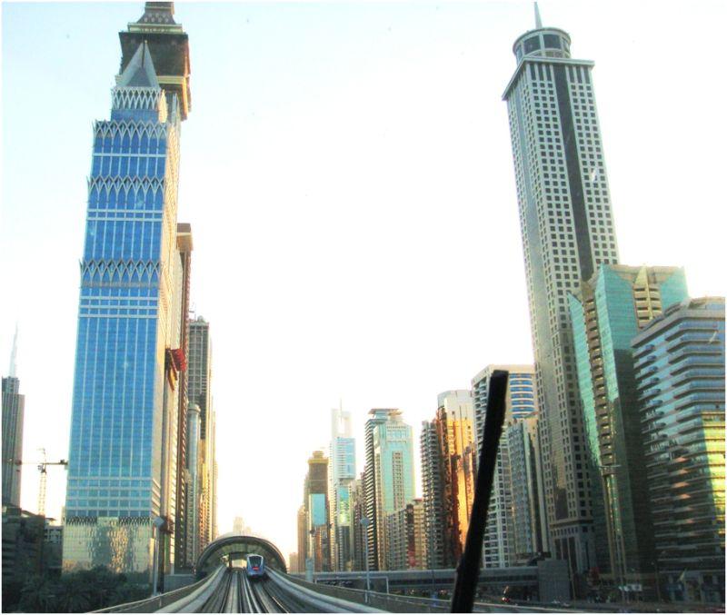 2010 11 17 Dubai Metro on Sheikh Zayed Road