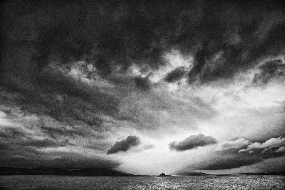 Feit lighthouse with approaching storm