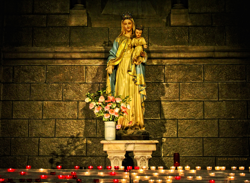 Holy Maria statue in a cherch in Monaco