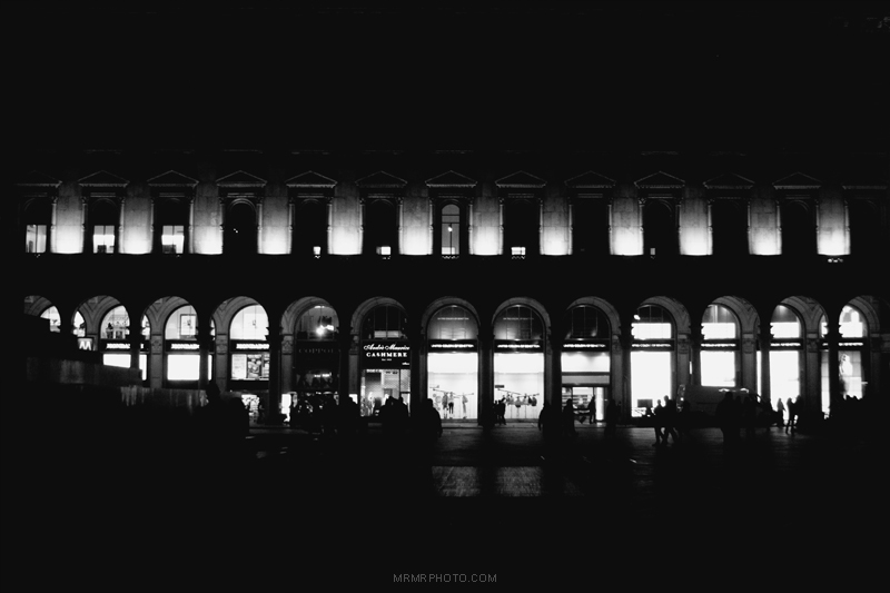 vittorio emanuele II shopping center at night