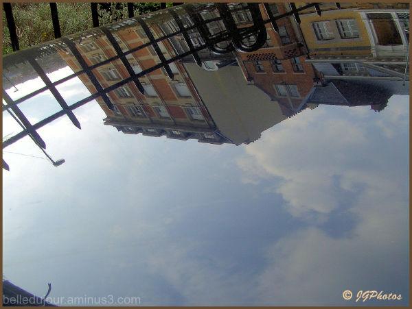 Le ciel sur un capot