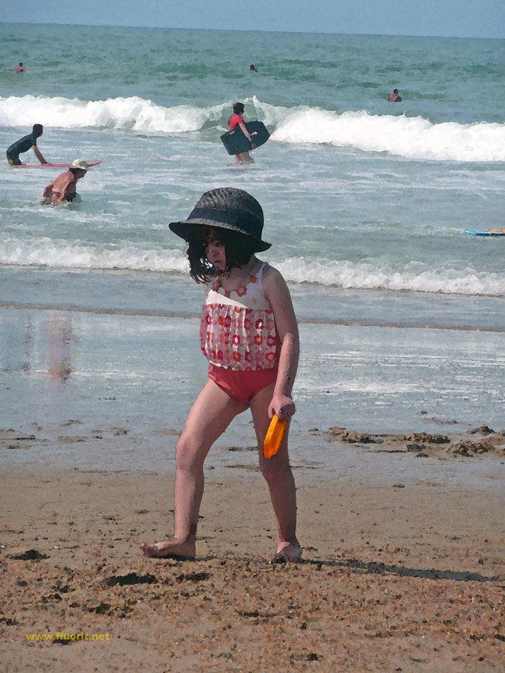 fillette sur la plage, girl on the beach