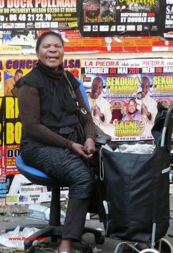 Vendeuse du marché africain de Barbés à Paris
