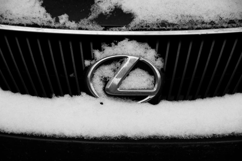 Lexus in Snow
