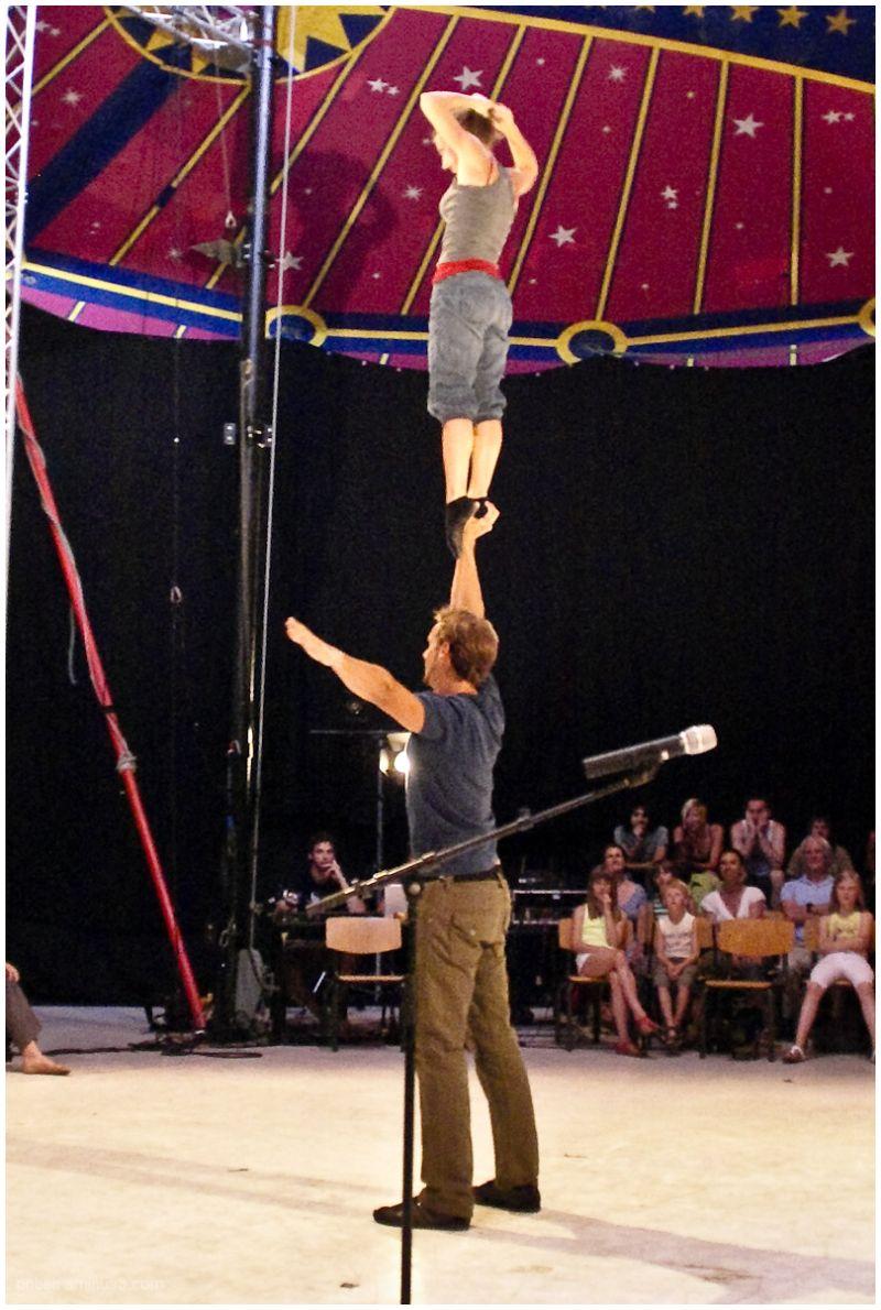 Circus-Acrobats 6