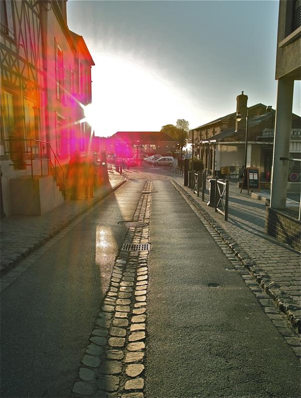 Out in the street in the morning (Goiz eguzkitsua)