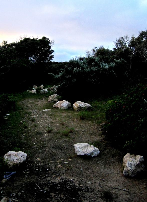 Stones in the way/Harriak bidean
