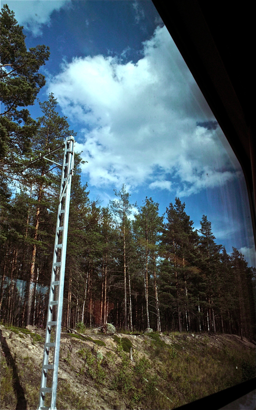 Treneko leihotik so 5/Looking through the train 5