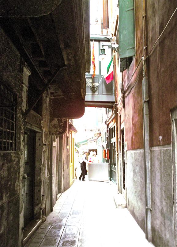 Aldameneko kalea/Side street